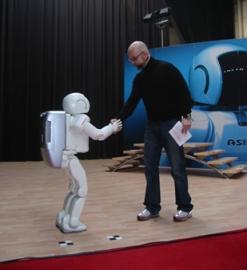 Andrej-meets-ASIMO